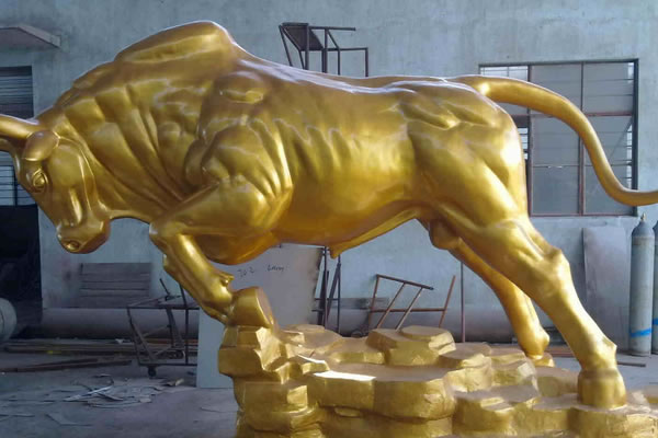 雄起的公牛经典铸铜热博体育2020